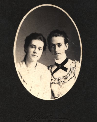 Sisters, Nan and Zeke, 1910, Great Great Grandmothers